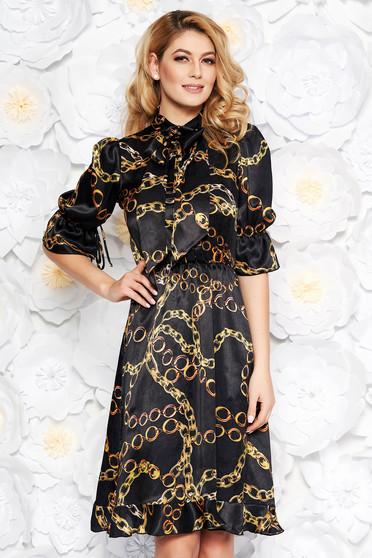 Rochie PrettyGirl neagra eleganta in clos din material satinat captusita pe interior cu volanase la baza rochiei
