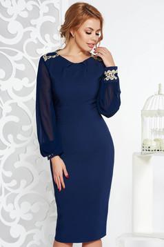 Rochie LaDonna albastra-inchis eleganta midi tip creion din stofa usor elastica captusita pe interior cu insertii de broderie