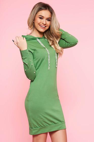 Rochie SunShine verde de zi cu un croi mulat din bumbac usor elastic cu aplicatii cu perle cu buzunare