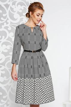 Rochie gri eleganta croi in clos din material vaporos cu accesoriu tip curea