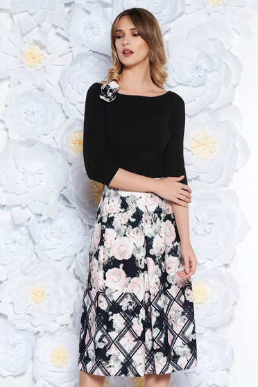 Rochie StarShinerS neagra eleganta midi in clos din scuba cu imprimeuri florale accesorizata cu brosa