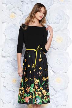 Rochie StarShinerS neagra eleganta in clos din material usor elastic accesorizata cu cordon