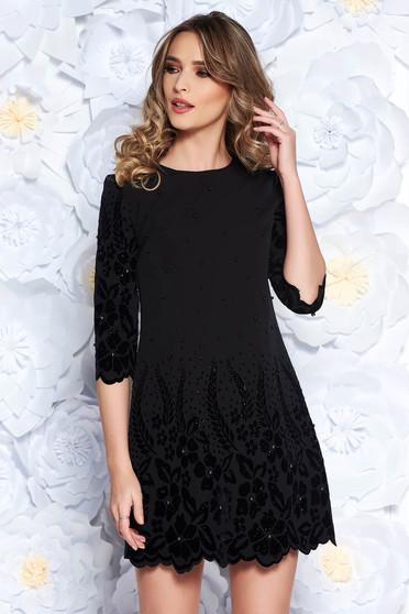 Rochie neagra eleganta cu croi larg din stofa usor elastica cu aplicatii cu perle