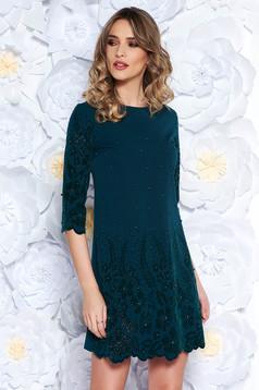 Rochie verde-inchis eleganta cu croi larg din stofa usor elastica cu aplicatii cu perle