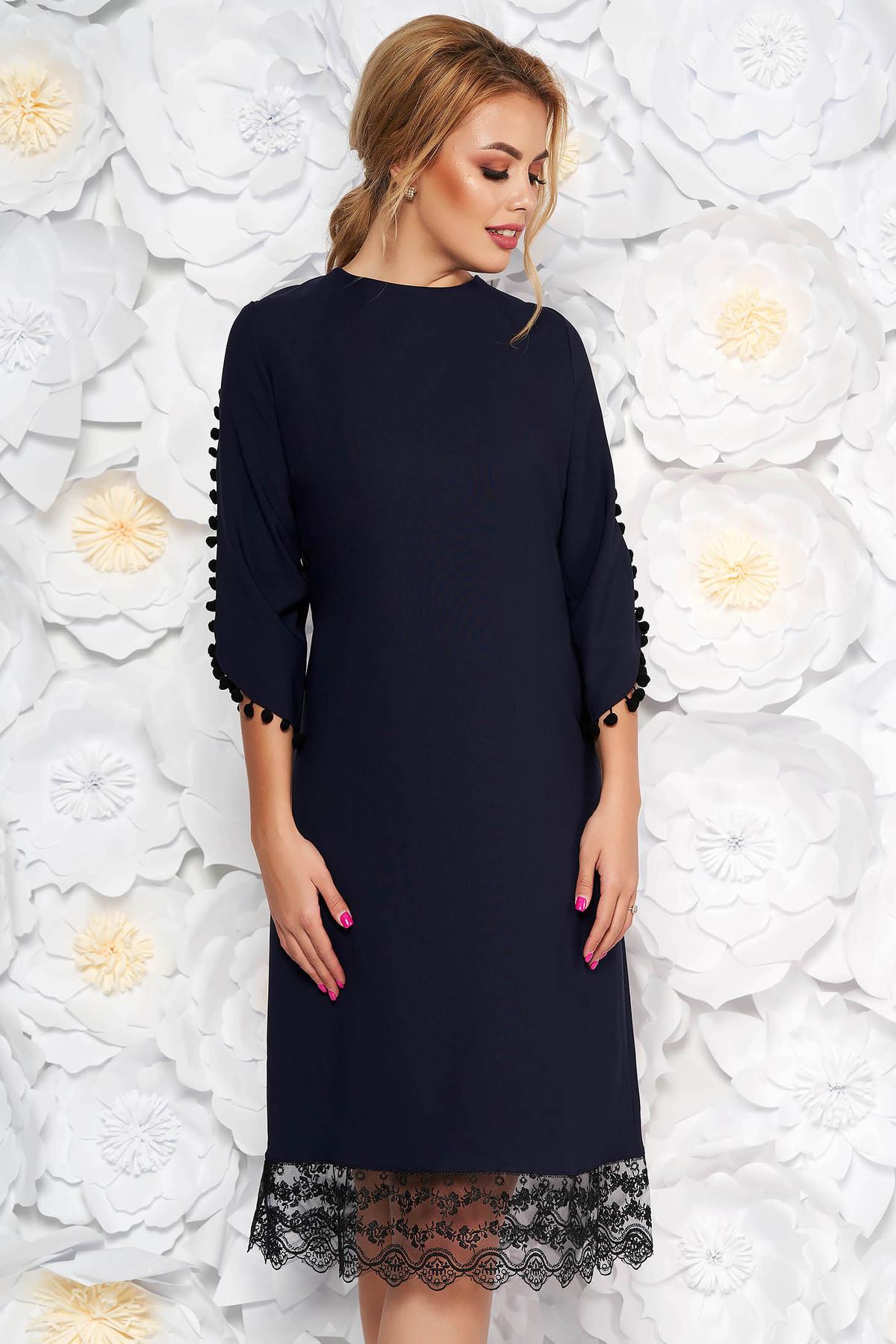 Rochie albastra-inchis eleganta cu un croi drept din material usor elastic cu aplicatii de dantela cu ciucuri