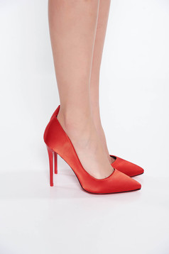 Pantofi rosu elegant cu toc inalt din material satinat cu varful usor ascutit