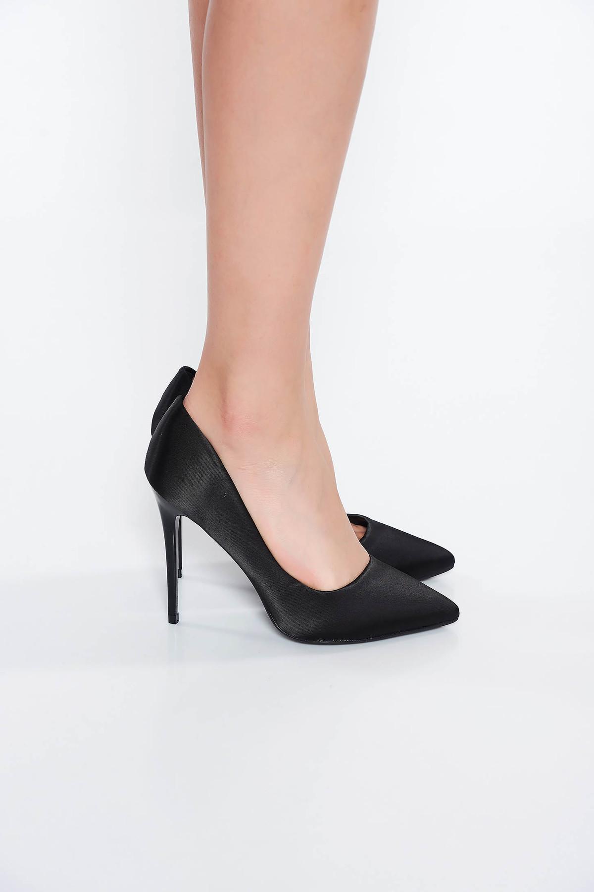 Pantofi negru elegant cu toc inalt din material satinat cu varful usor ascutit