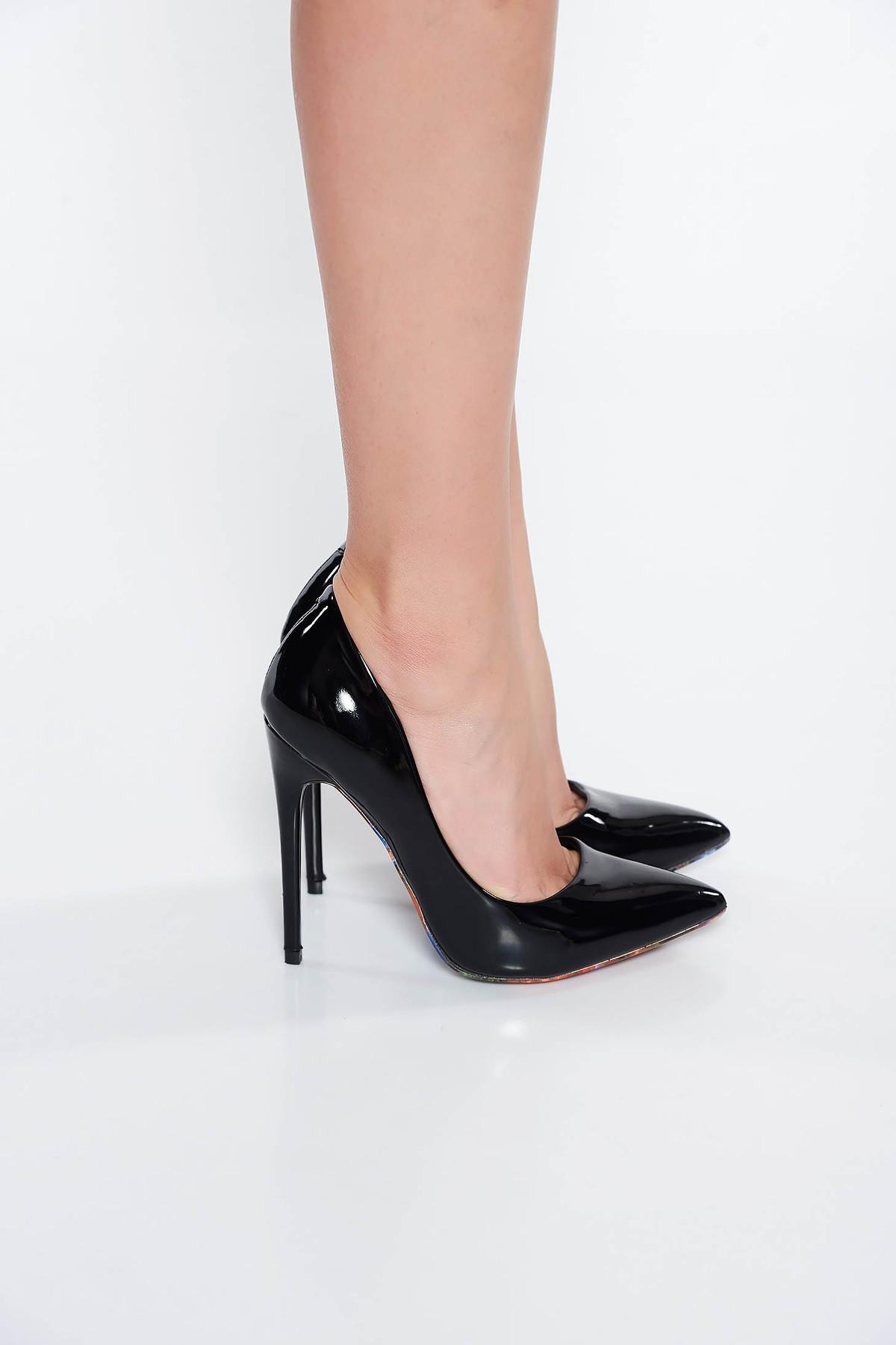 Pantofi negru elegant cu toc inalt din piele ecologica lacuita cu varful usor ascutit