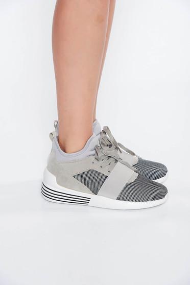 Pantofi sport gri casual cu talpa joasa cu siret