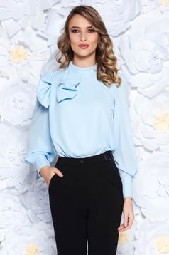 Bluza dama LaDonna albastra-deschis eleganta cu croi larg din material vaporos captusita pe interior accesorizata cu o fundita