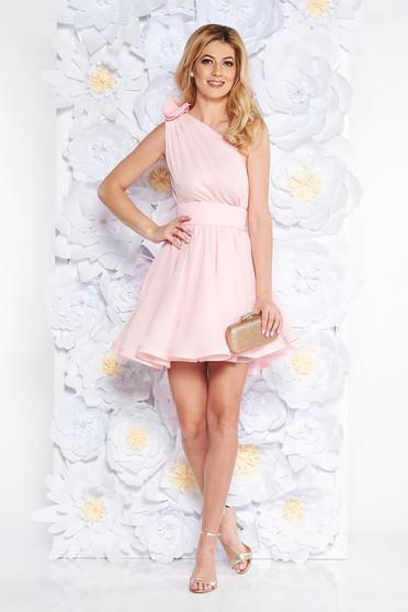 Rochie Ana Radu roz deschis de lux in clos din voal captusita pe interior accesorizata cu cordon