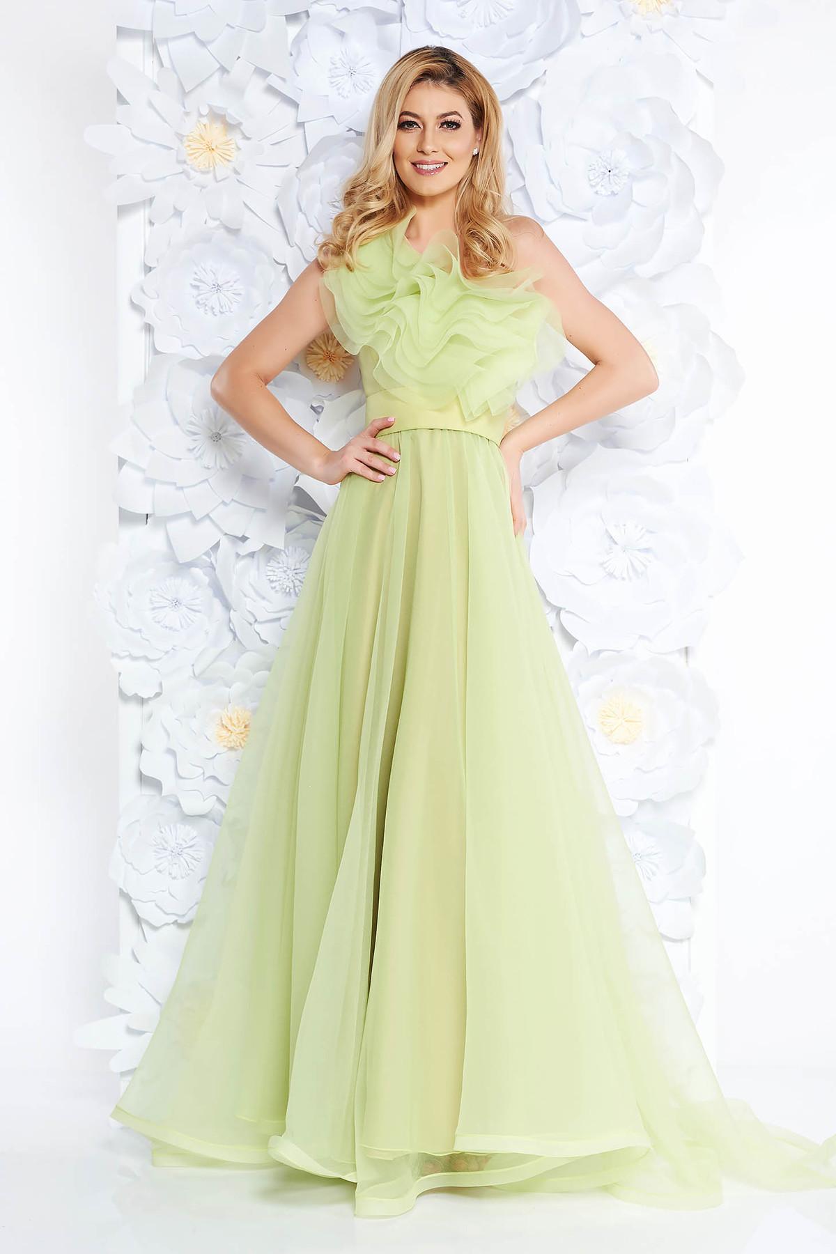 Rochie Ana Radu verde-deschis de lux pe umar din tul captusita pe interior cu volanase