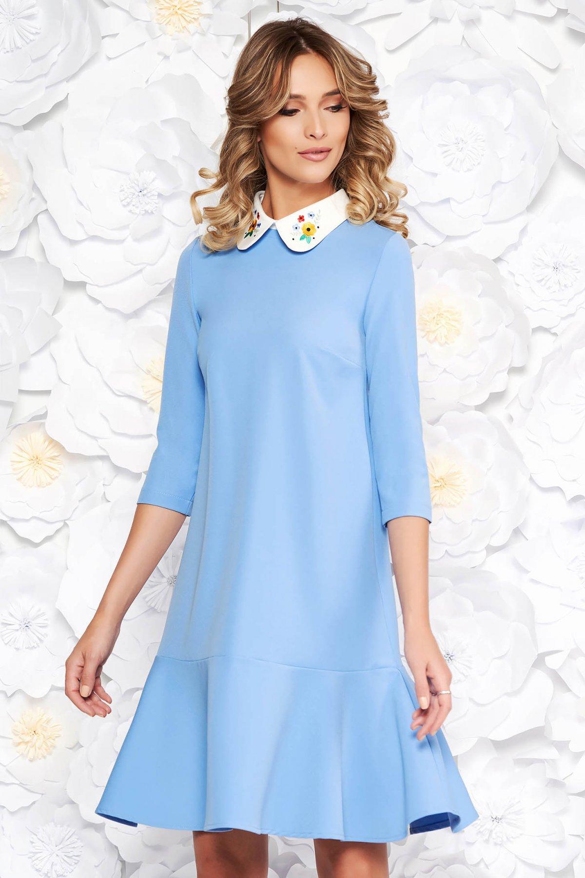 Rochie StarShinerS albastra eleganta cu croi larg din stofa usor elastica cu guler rotunjit brodat