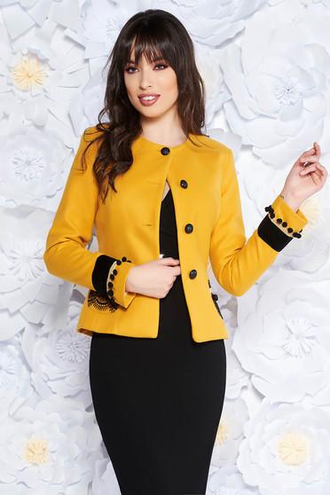 Sacou LaDonna mustariu elegant cu un croi cambrat din lana captusit pe interior cu aplicatii cusute manual