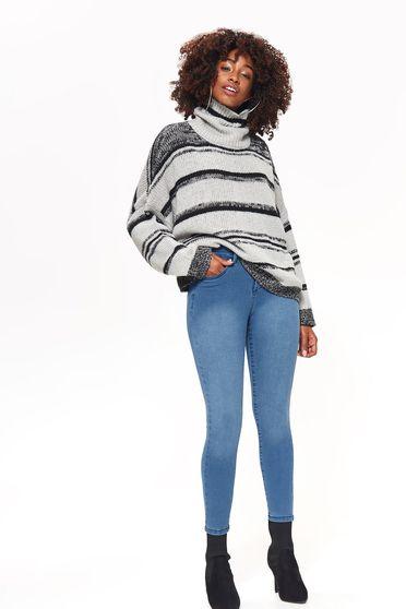 Pantaloni Top Secret albastri casual din denim cu talie medie cu un croi mulat