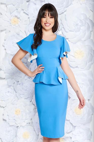Rochie PrettyGirl albastra-deschis eleganta tip creion cu peplum din stofa usor elastica captusita pe interior