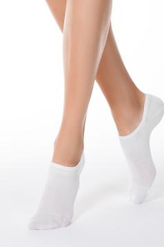 Sosete albe scurte din material elastic tip plasa cu calcai curbat