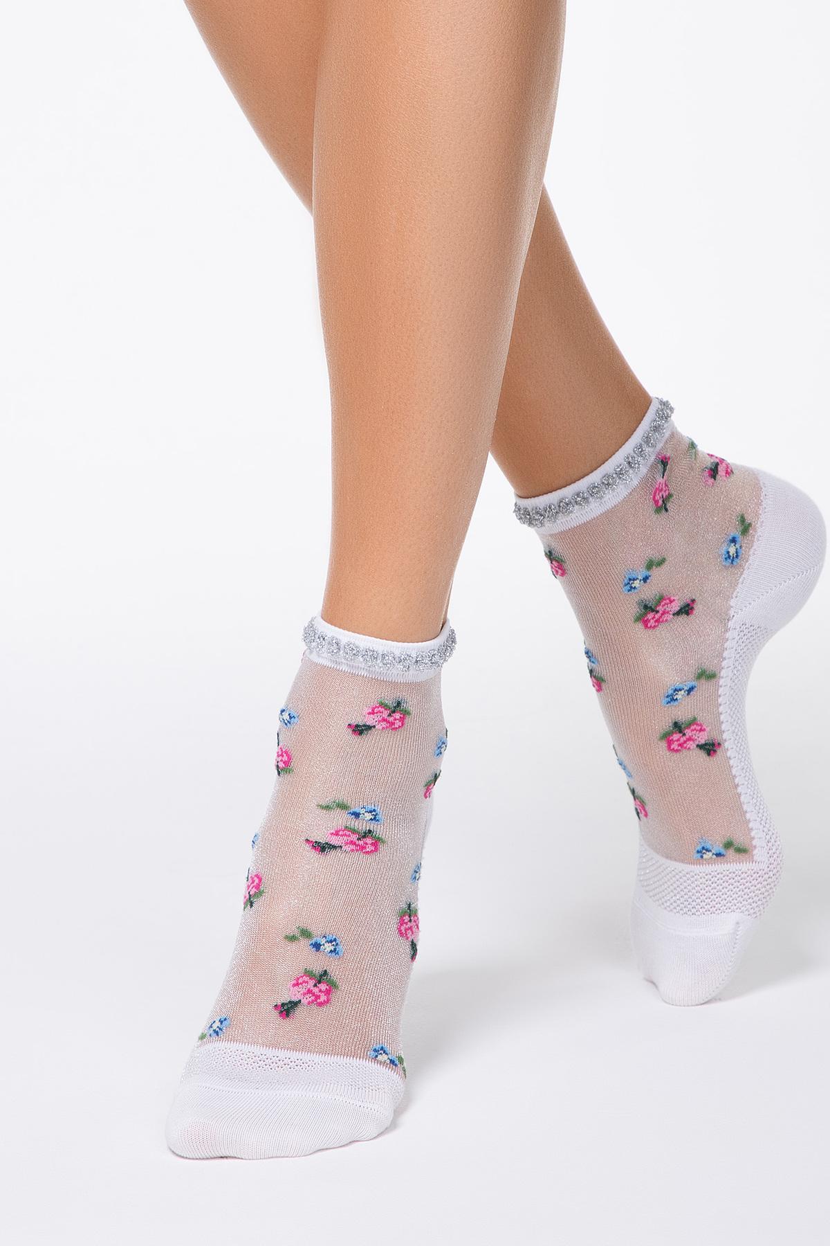 Sosete roz din material transparent cu calcai curbat si imprimeu floral