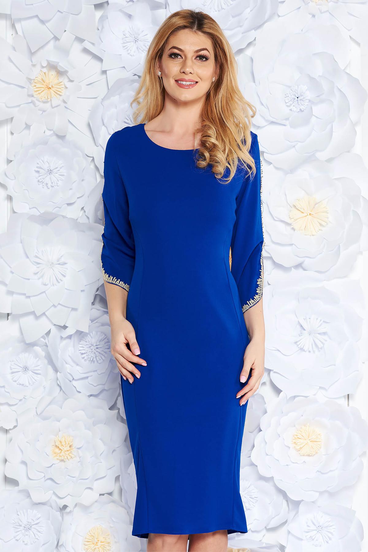 Rochie albastra eleganta tip creion din material elastic cu insertii de broderie cu maneci trei-sferturi