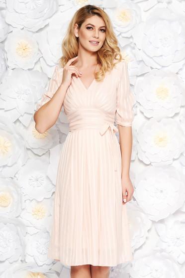 Rochie roz deschis de ocazie midi in clos din material fin la atingere captusita pe interior accesorizata cu cordon