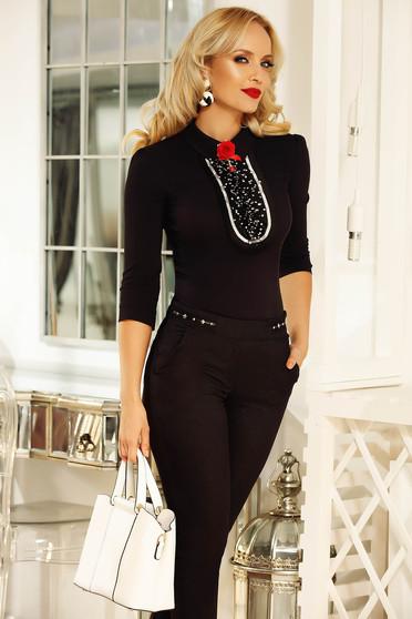 Camasa dama Fofy neagra eleganta cu un croi mulat din bumbac cu aplicatii de tul accesorizata cu brosa