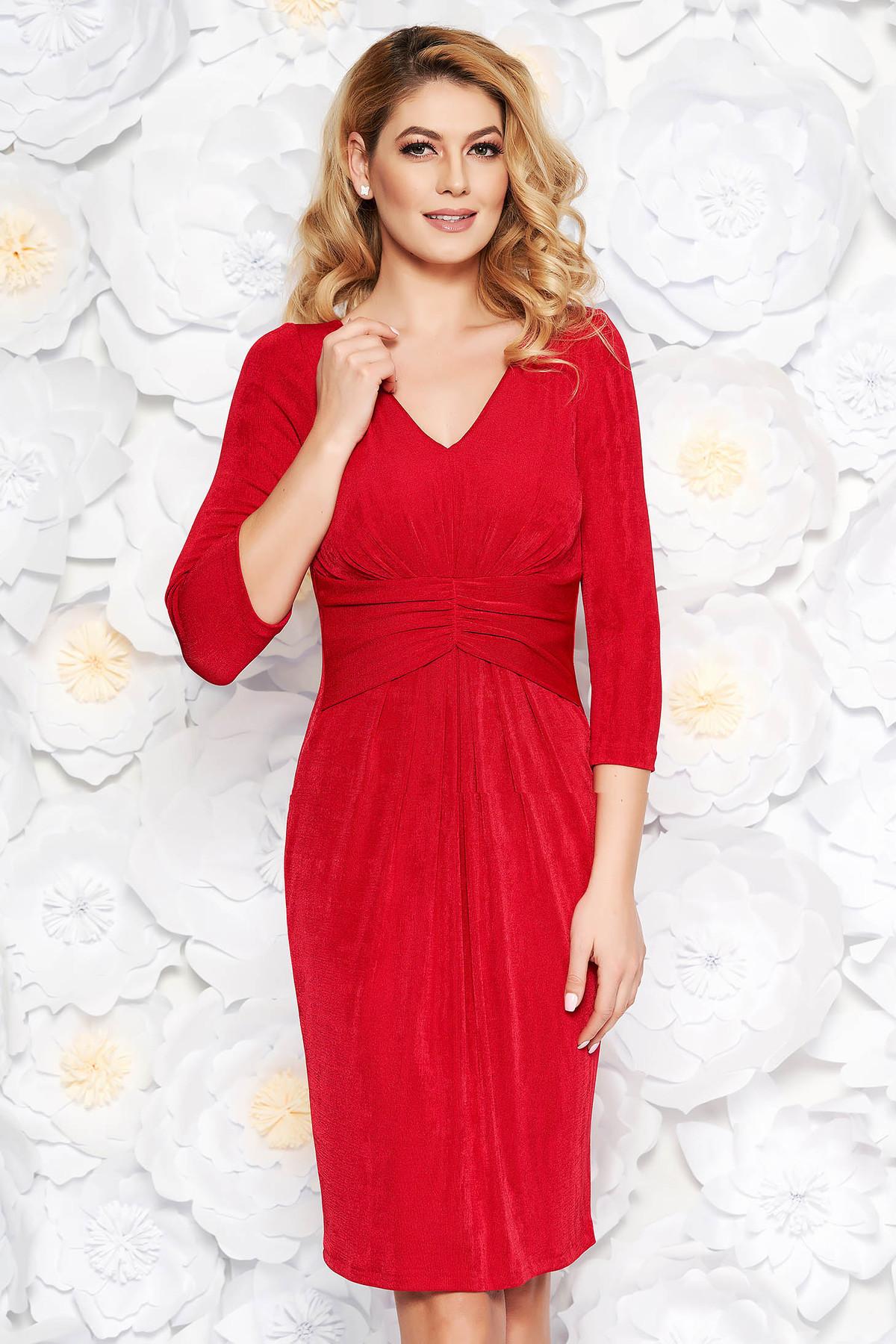 Rochie rosie de ocazie midi din material lucios captusita pe interior cu decolteu in v