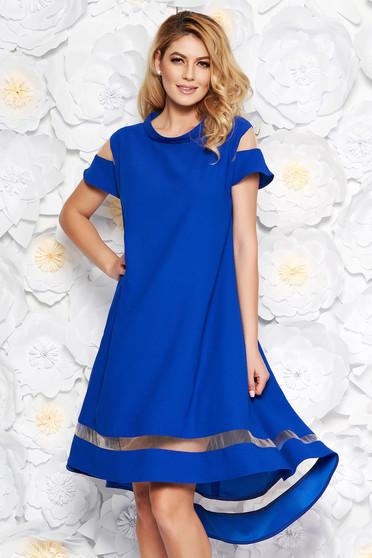 Rochie albastra eleganta cu croi larg asimetrica din material subtire cu maneci scurte