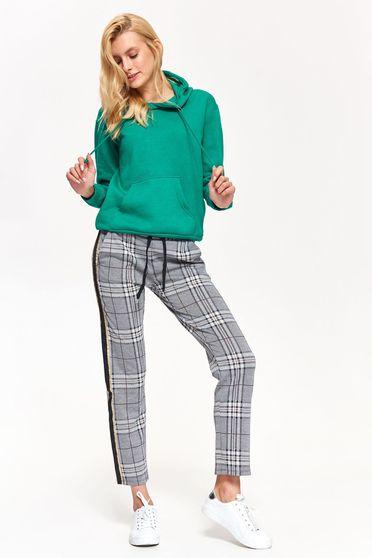 Pantaloni Top Secret gri casual cu un croi drept din stofa usor elastica in carouri accesorizati cu snur cu buzunare