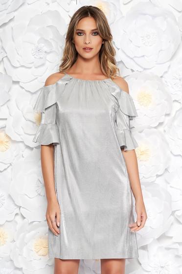 Rochie argintie de ocazie cu croi larg din material lucios captusita pe interior cu umeri decupati