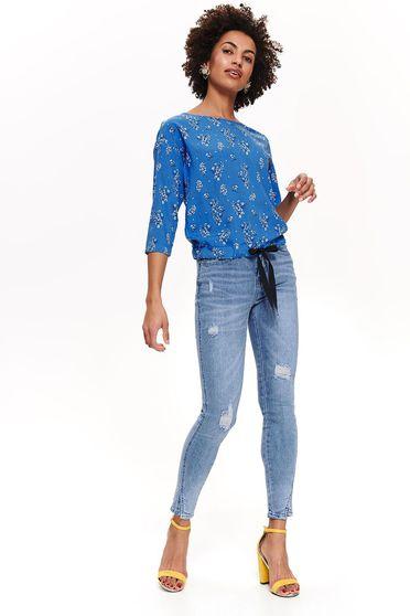 Bluza dama Top Secret albastra casual cu croi larg din material vaporos cu imprimeu floral cu snur in talie