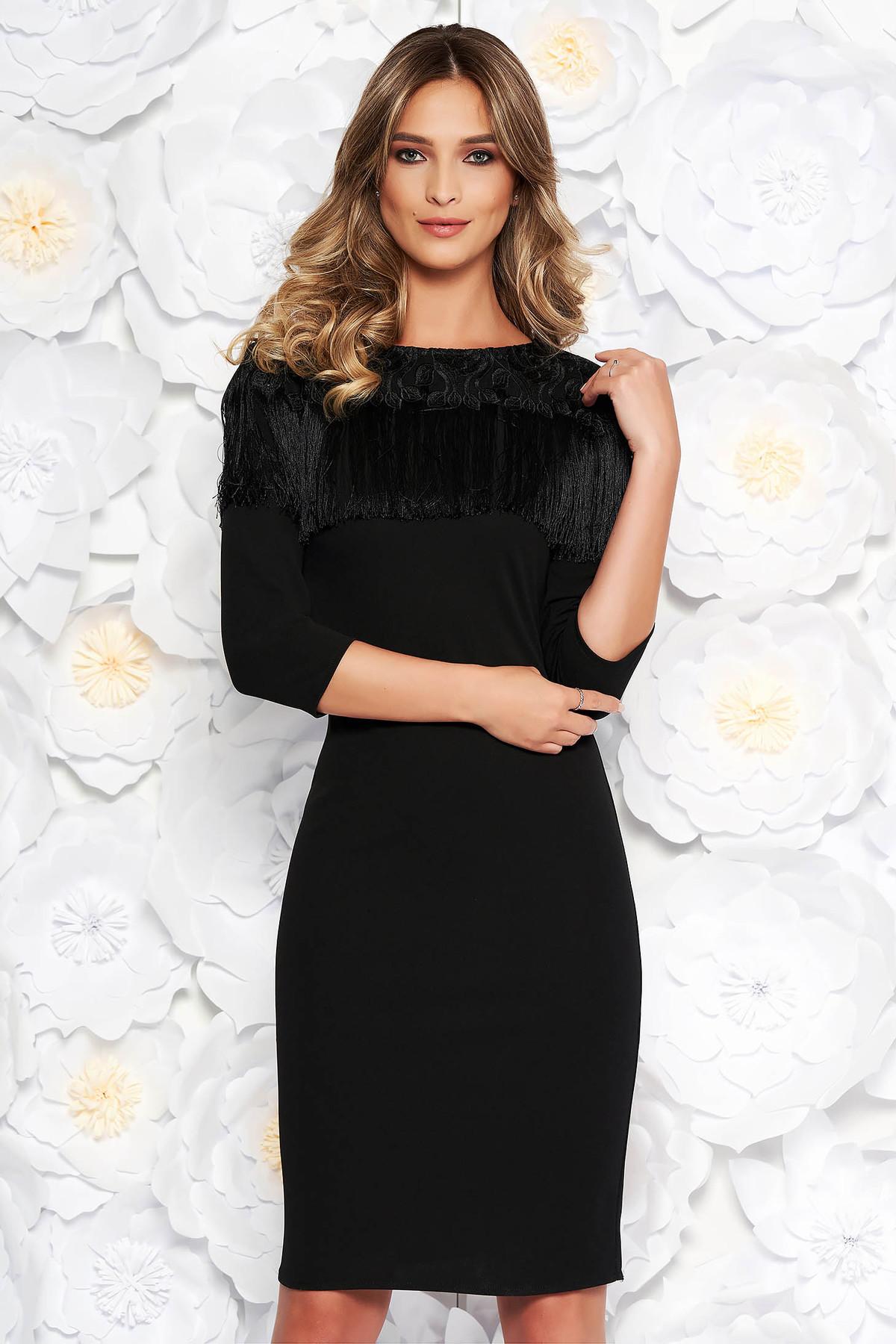 Rochie neagra eleganta midi tip creion din material usor elastic cu franjuri cu aplicatii de dantela
