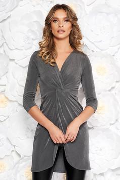 Bluza dama StarShinerS gri casual lunga cu un croi mulat din material subtire cu aspect metalic cu decolteu in v