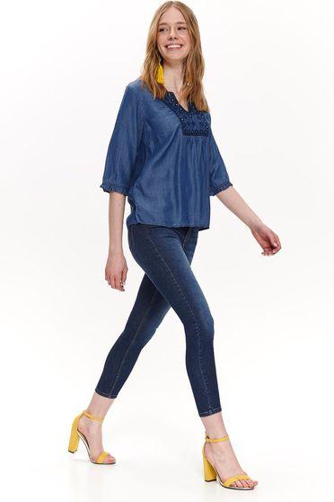 Bluza dama Top Secret albastra casual cu croi larg cu decolteu in v din denim cu insertii de broderie