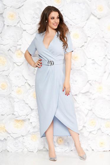 Rochie albastra-deschis eleganta cu un croi mulat din material usor elastic cu aplicatii cu paiete cu accesoriu tip curea