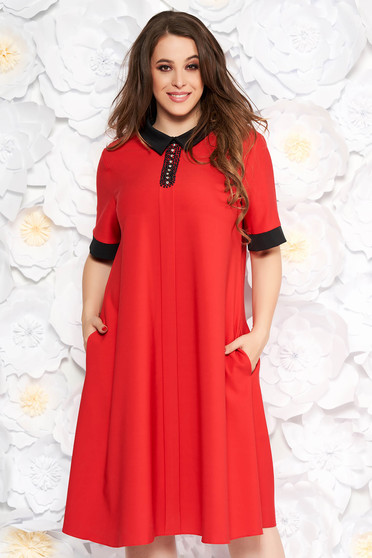 Rochie rosie eleganta cu croi larg cu buzunare din stofa subtire usor elastica cu aplicatii cu pietre strass