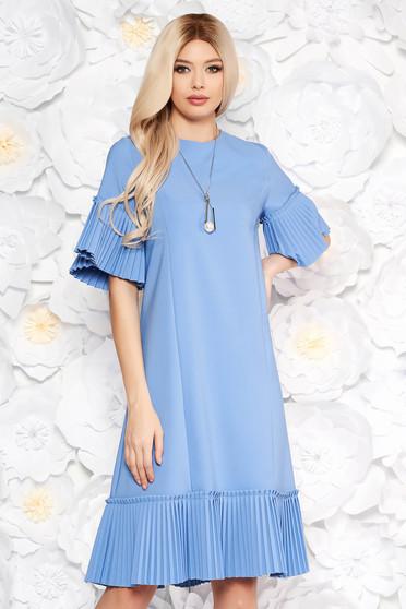 Rochie albastra-deschis eleganta midi cu croi larg din stofa usor elastica cu pliuri
