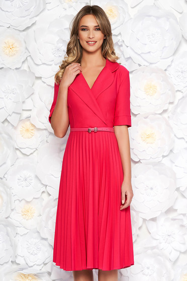 Rochie roz eleganta midi in clos din stofa usor elastica plisata cu accesoriu tip curea