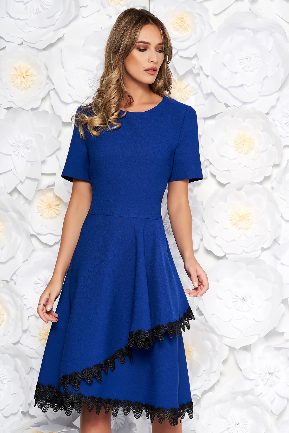Rochie albastra eleganta midi in clos din stofa elastica subtire cu volanase cu aplicatii de dantela