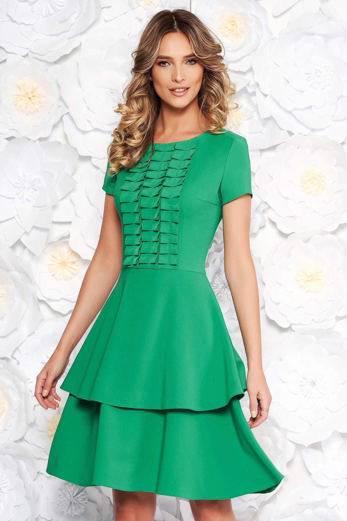 Rochie LaDonna verde de zi in clos din stofa subtire usor elastica cu maneci scurte cu volanase