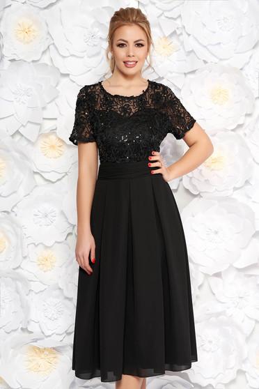Rochie neagra de ocazie midi in clos din stofa usor elastica si dantela captusita pe interior cu spatele decupat