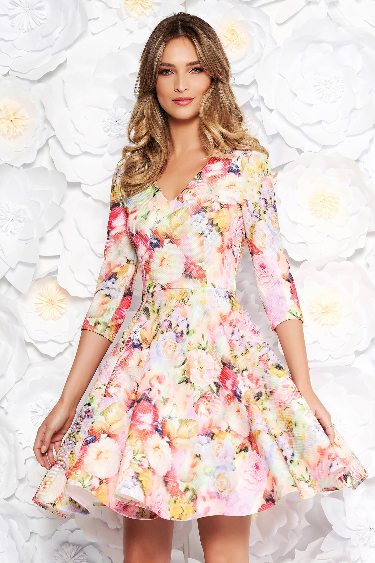Rochie StarShinerS rosa de zi in clos din material usor elastic cu imprimeuri florale