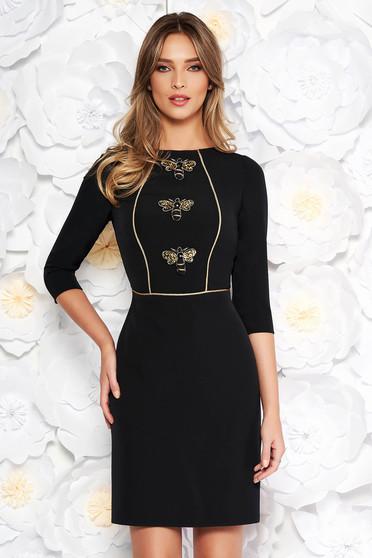 Rochie neagra eleganta tip creion din stofa subtire usor elastica captusita pe interior cu aplicatii cu paiete