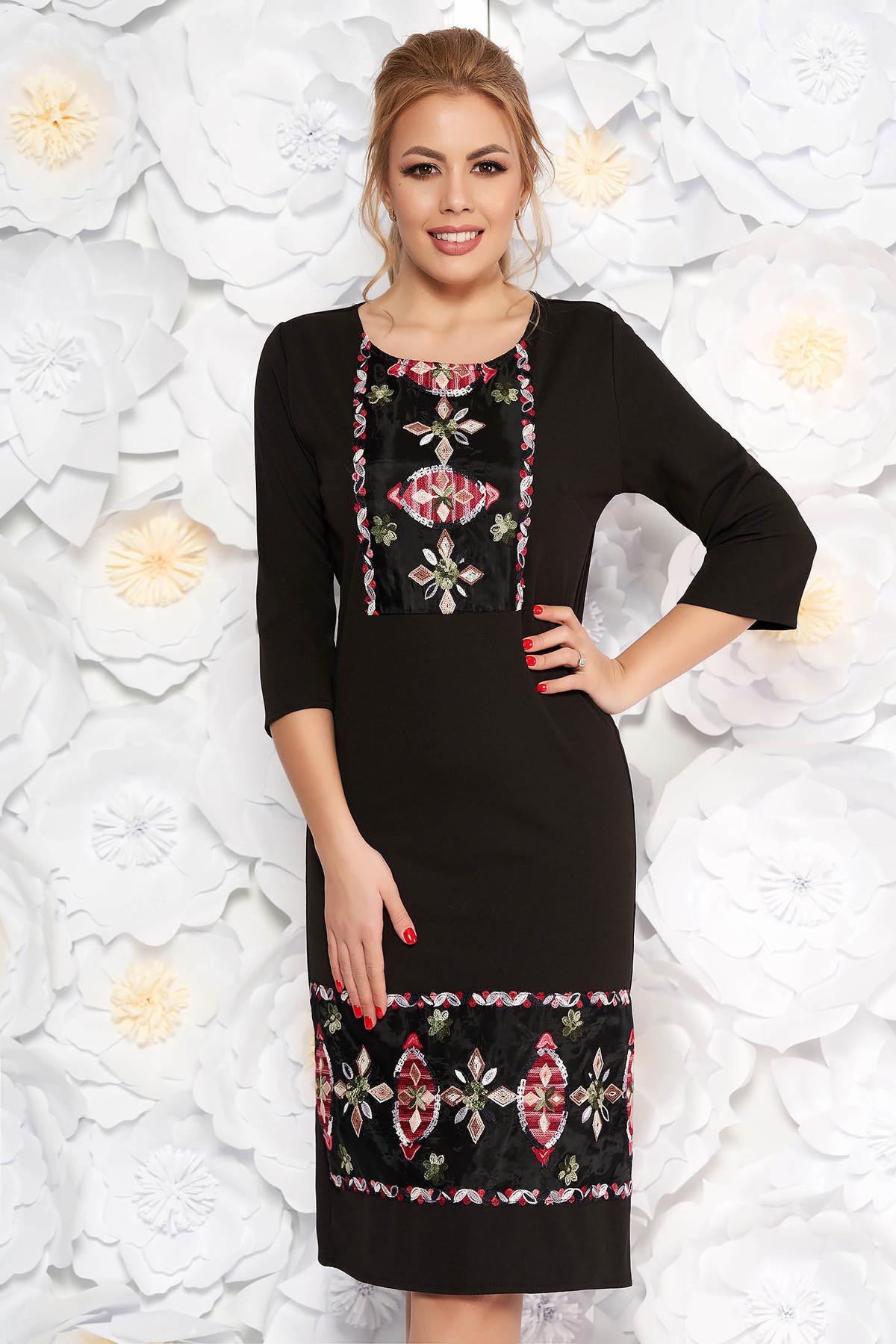 Rochie neagra eleganta cu un croi drept din material usor elastic cu insertii de broderie