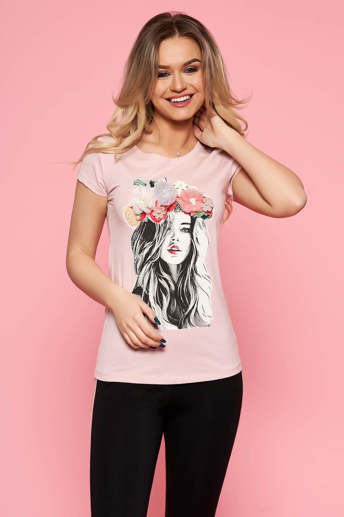 Tricou SunShine rosa casual cu un croi mulat din bumbac usor elastic cu aplicatii florale cu efect 3d