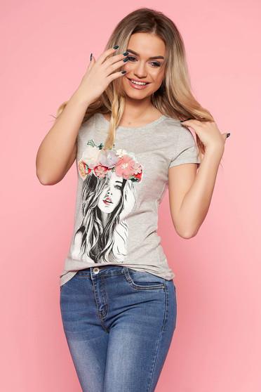 Tricou SunShine gri casual cu un croi mulat din bumbac usor elastic cu aplicatii florale cu efect 3d