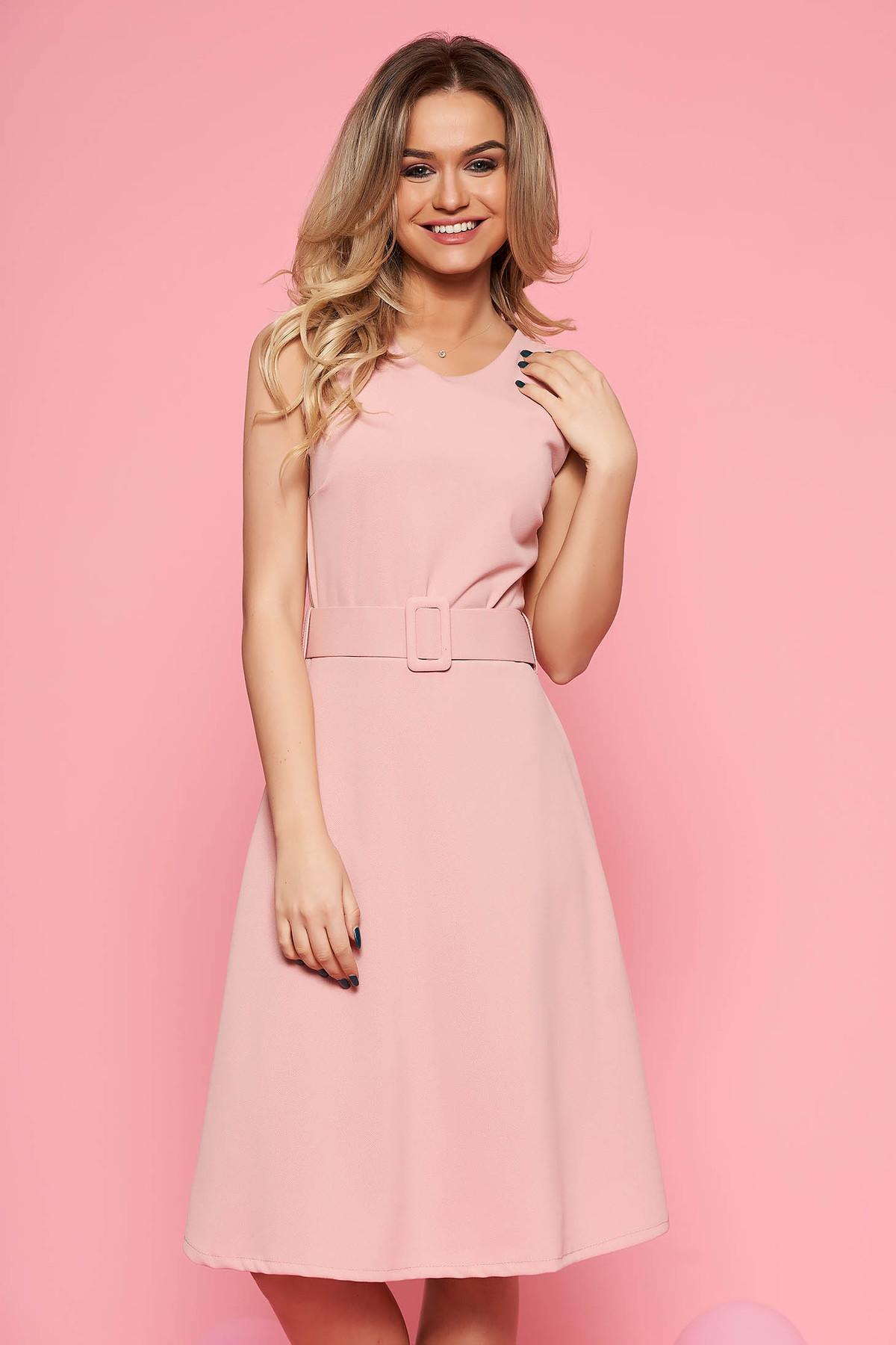 Rochie SunShine rosa de zi din material elastic fara maneci croi in clos cu accesoriu tip curea