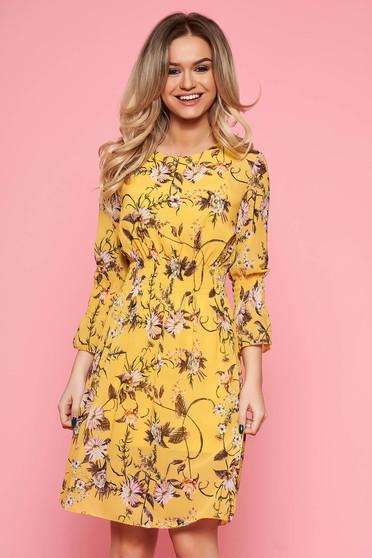 Rochie SunShine galbena de zi in clos din voal cu imprimeu floral