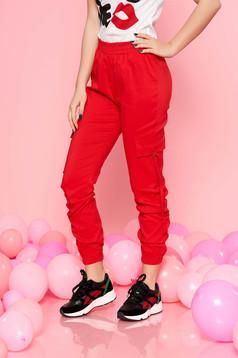 Pantaloni SunShine rosii casual cu talie medie cu elastic in talie si buzunare laterale
