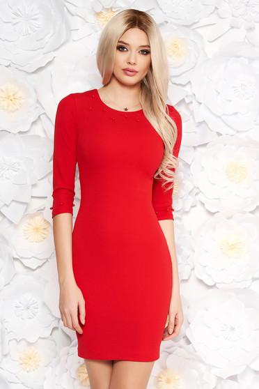Rochie rosie eleganta cu un croi mulat din material usor elastic cu maneci trei-sferturi