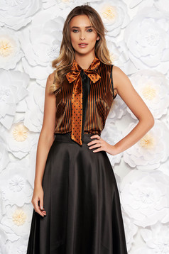 Bluza dama StarShinerS maro eleganta cu croi larg din material satinat cu guler tip esarfa